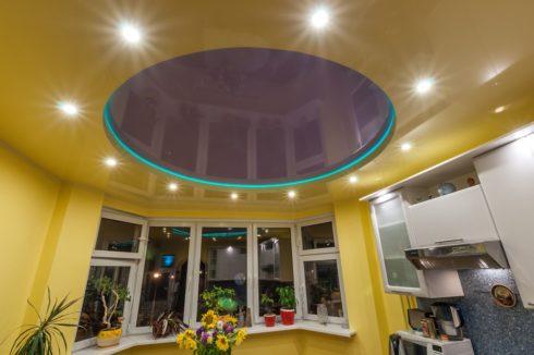темно-розовый и желтый глянец кухня