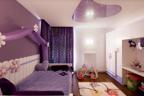 Детская комната с вырезом сердечка на потолке