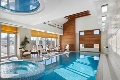 многоуровневый белый и с синий бассейн