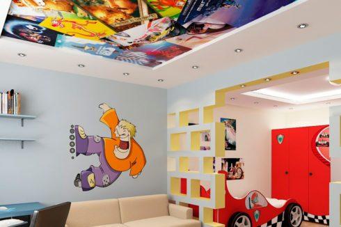 потолок с печатью постеров