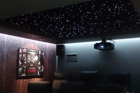 звездное небо с прожектором