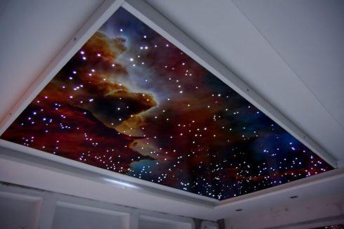 потолок с точечной подсветкой