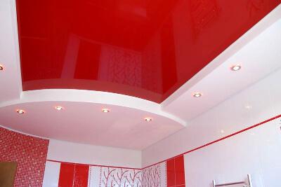 Красный потолок: фото