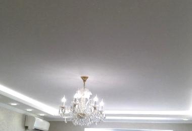 Осторожность при монтаже натяжных потолков: фото