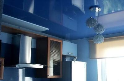 Синий потолок: фото