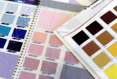 Цветные потолки: фото